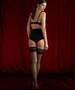 Femme Fatale er en virkelig flot og enkel selvsiddende strømpe med søm og cubanhæl